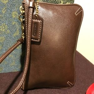 Gorgeous brown coach wristlet